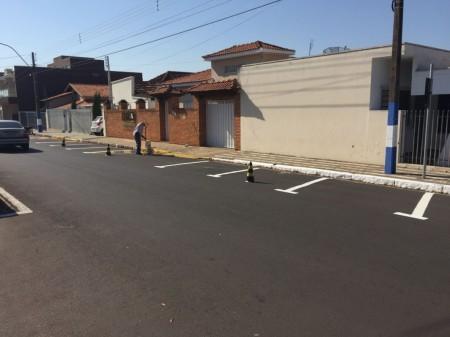 Prefeitura de Osvaldo Cruz testa estacionamento em 45 graus na Rua Armando Salles