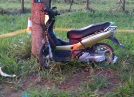 Adolescente morre após bater motocicleta em árvore em Martinópolis