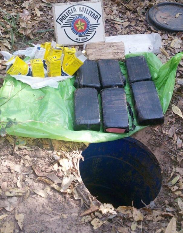 Galão com 7,5 kg de crack é localizado enterrado em mata em Martinópolis