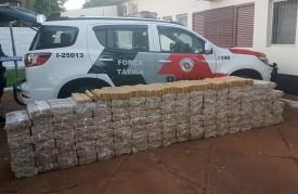 Carro furtado repleto de tabletes de maconha é parado em blitz da Polícia Militar em Paulicéia