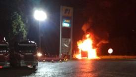 Ônibus de excursão com passageiros da região pega fogo na viagem