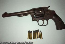 Após desentendimento entre vizinhos homem é detido com arma de fogo em Rinópolis