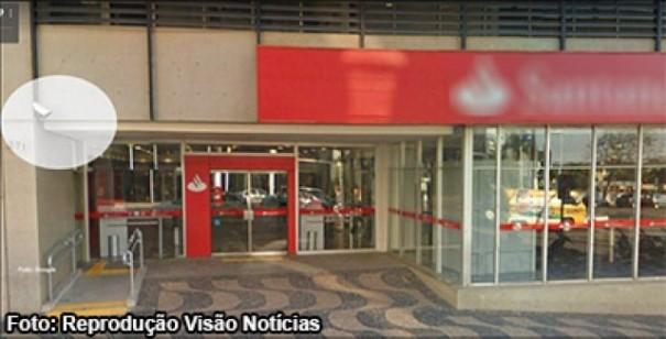 Criminosos furtam banco em 30 segundos, em Marília