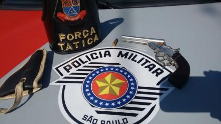 Equipe da Força Tática da Polícia Militar apreendeu arma de fogo em Osvaldo Cruz