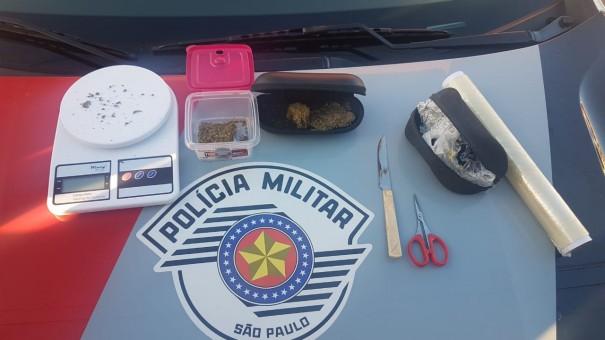 PM de Lucélia prende dois traficantes e apreende porções de maconha