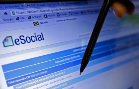 Empresa do Simples tem até terça para inscrever empregados no eSocial