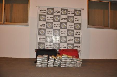 PM de Osvaldo Cruz prende peruano e boliviano por tráfico internacional de drogas