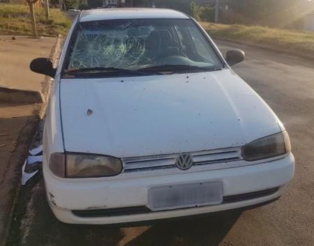 Mulher 'descontrolada' danifica carro do ex-marido, xinga policiais e acaba presa em flagrante em Pirapozinho