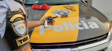 Revólver e munições são apreendidos durante fiscalização na Rodovia Raposo Tavares