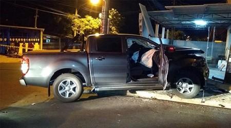 Ladrão armado rende empresário, provoca acidente com veículo da vítima e consegue fugir