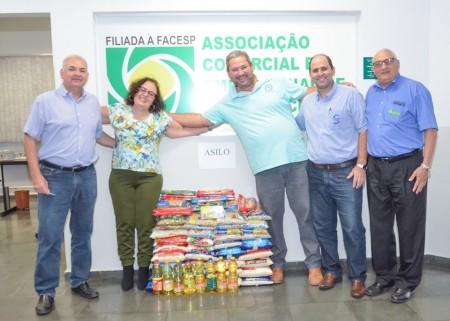 Alimentos arrecadados em palestras na ACEOC com Edilene Pires Passador foram entregues para entidade assistencial de OC
