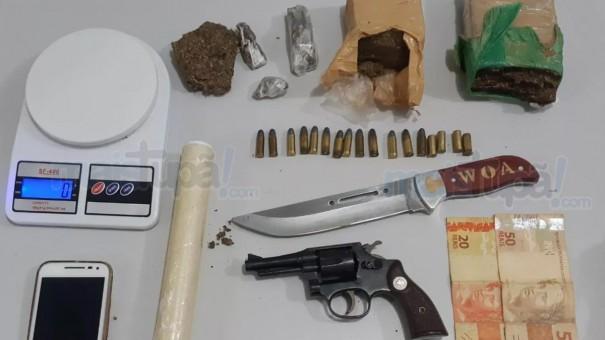Homem é preso com tijolos de maconha e arma de fogo em Pompéia.
