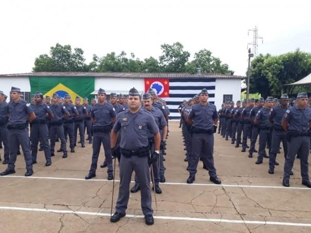 Solenidade de 1º Uso de Uniforme e Passagem de Ciclo de Ensino é realizada na Escola Superior de Soldados de Junqueirópolis