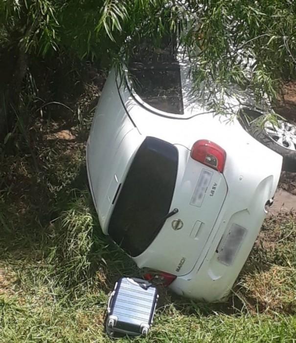 Tombamento de veículo deixa motorista ferida na Rodovia Comandante João Ribeiro de Barros