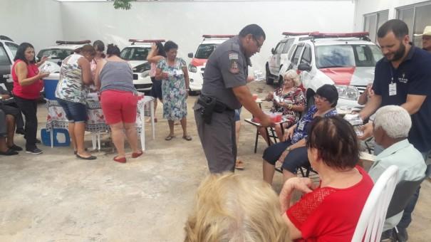 Idosos do Centro Dia visitam Base da Polícia Militar de Osvaldo Cruz