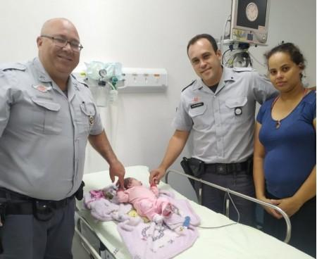 Após pedido 'desesperado' de casal, policiais rodoviários salvam bebê de 16 dias que estava engasgada