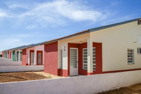 CDHU entrega 202 moradias em Junqueirópolis