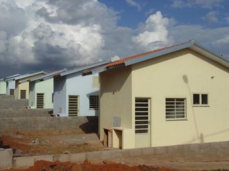 Após reintegração de posse, Cardim busca solução definitiva para casas interditadas no Mário Covas em Adamantina