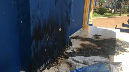 Polícia identifica responsável por colocar fogo em decoração natalina na praça principal de Iepê