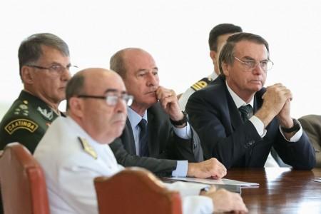 Bolsonaro e Forças Armadas avaliam situação na fronteira com Venezuela