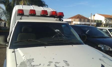 Ambulância da Prefeitura de Osvaldo Cruz é alvo de ataque