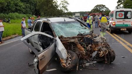 Duas pessoas ficam feridas, uma em estado grave, em acidente na SP-294 em Tupã