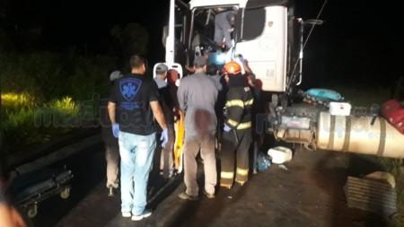 Motorista fica em estado grave após tombamento de carreta próximo ao Rio do Peixe em Tupã