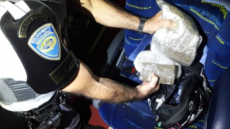 Mulher é presa por tráfico internacional de droga ao ser flagrada com haxixe durante fiscalização na SP-270