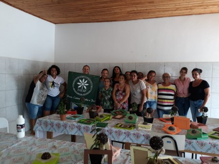 CRAS de Sagres e Senar de Inúbia realizam curso de artesanato decorativo com folhas, cascas e grão de café