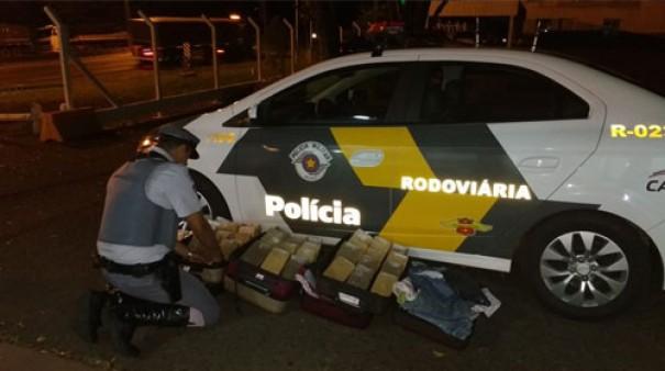 Polícia Rodoviária apreende 49 tabletes de pasta base de cocaína em Assis