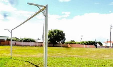 Estádio de Salmourão continua em obras