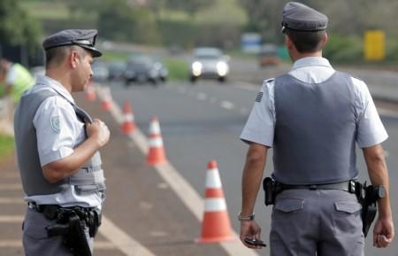 Polícia Rodoviária realiza fiscalização de CNHs na região