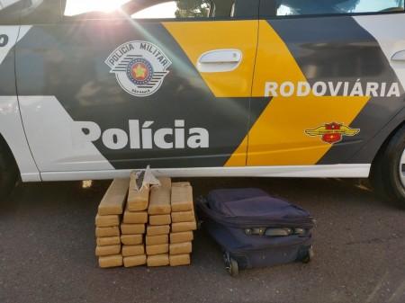 Por R$ 5 mil, homem é contratado para transportar 24 tabletes de maconha, mas acaba preso