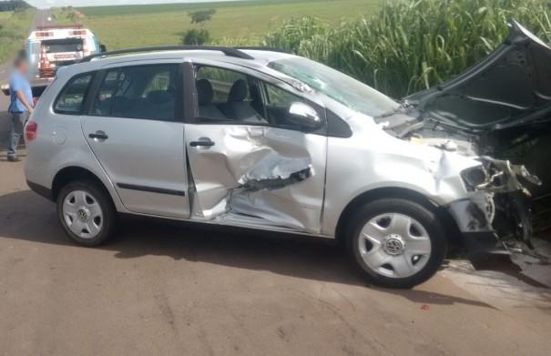 Carro e caminhão se envolvem em acidente na SP-294, no trecho Iacri - Parapuã