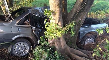 Carro com placas de Lucélia se envolve em acidente: passageiro fica ferido e condutor foge
