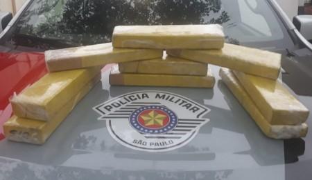Homem é preso em flagrante com nove tabletes de maconha dentro de mochila em Adamantina