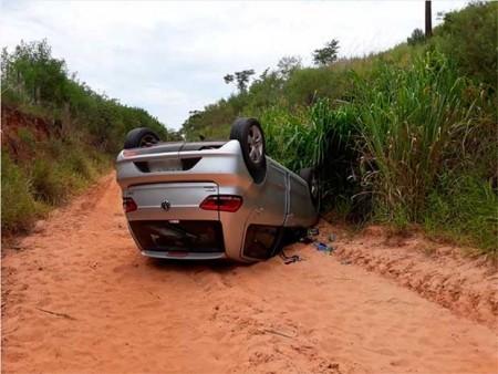 Três pessoas ficam feridas em acidente na estrada Tupã x Universo