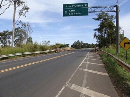 Mulher morre após acidente entre carro e motocicleta na Rodovia Assis Chateaubriand