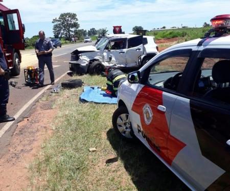 Quatro pessoas ficam feridas após acidente entre carro e carreta em Rancharia