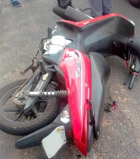 Motorista abre a porta de carro e provoca acidente com moto em Tupã