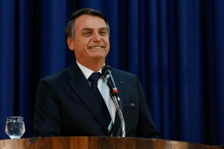 Presidente celebra fim de taxa para radioamadores