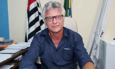 Prefeito de Salmourão participa de Seminário de Gestão Pública e recebe anúncio de verba