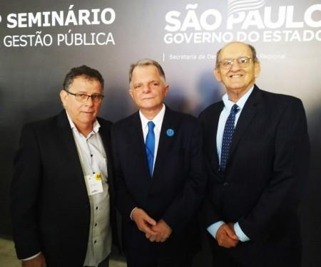 Prefeito de Flórida Paulista participa de Seminário de Gestão Pública e recebe anúncio de verba do Estado
