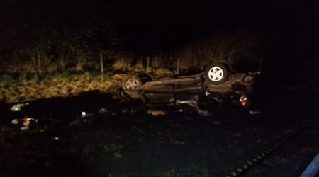 Pai morre e filha fica gravemente ferida após veículo capotar em rodovia da região