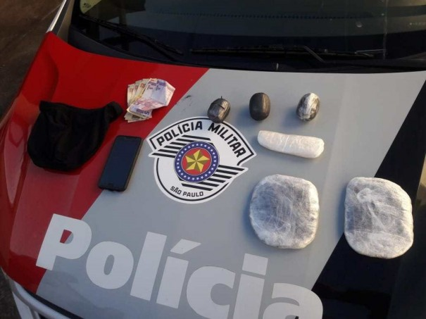 Polícia Militar apreende quase 2 kg de haxixe e cocaína com duas mulheres