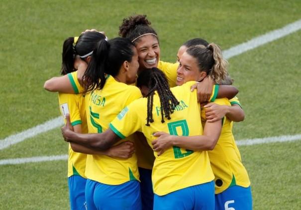 Com show de Cristiane, o Brasil derrota a Jamaica por 3 a 0
