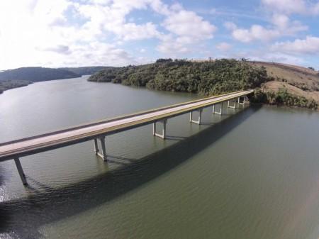 DER libera tráfego de veículos pesados pela ponte sobre Rio Paranapanema na SP-270