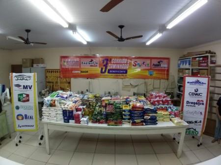 Organizadores entregam 750kg de alimentos arrecadados na 3ª Corrida e Caminhada Solidária do Aniversário de Osvaldo Cruz