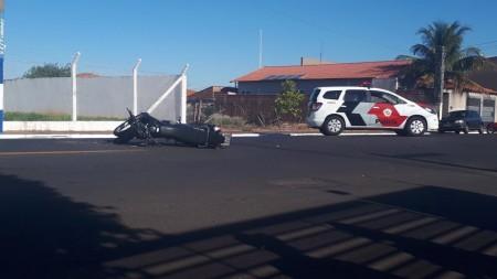 Acidente de trânsito entre carro e moto deixa uma vítima leve no Jardim das Bandeiras em OC