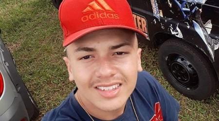Após escapar de abordagem policial, rapaz bate moto em carreta e morre